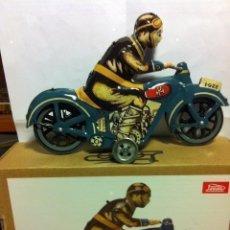 Juguetes antiguos de hojalata: MOTORISTA-PAYÁ- CON LLAVE. Lote 204187135