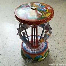 Juguetes antiguos de hojalata: TIOVIVO HOJALATA MF356 A CUERDA MUY BUEN ESTADO. Lote 204781828