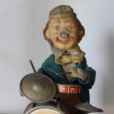 Juguetes antiguos de hojalata: JUGUTE JAPONES PAYASO TOCANDO BATERIA, FABRICADO POR ALPS- 25 CM-NO SE SI FUNCIONA. Lote 204783697