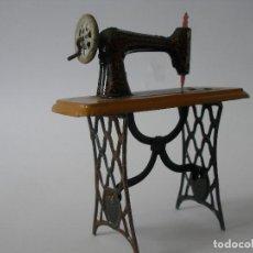 Juguetes antiguos de hojalata: MÁQUINA DE COSER SIN RIVAL HERMANOS PAYÁ AÑOS 20. Lote 205104137