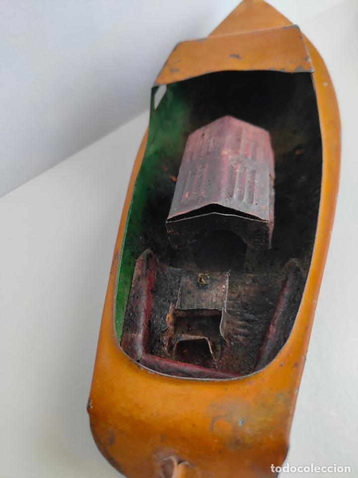 Juguetes antiguos de hojalata: Lancha o barca a vapor, posiblemente Hispania o Denia, años 20 o 30. Mide 22 x 7 x 5,5 cms. - Foto 4 - 205699062