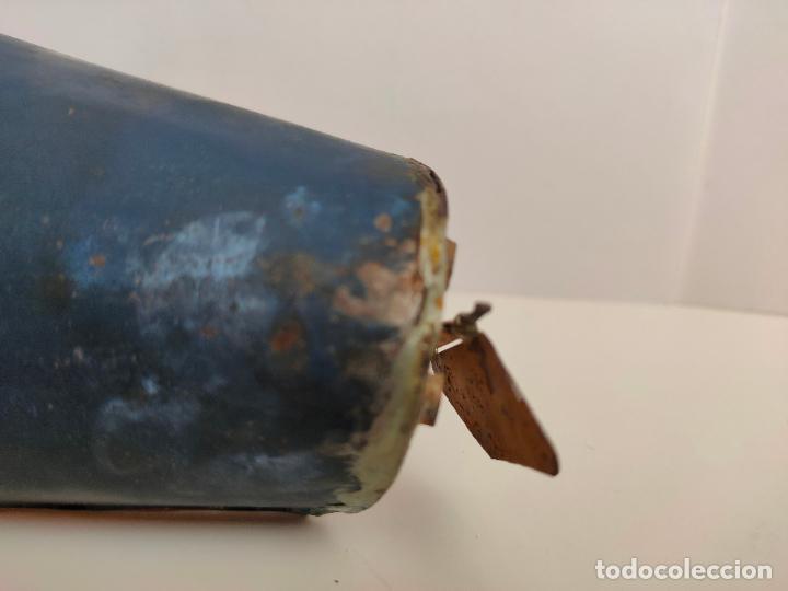 Juguetes antiguos de hojalata: Lancha o barca a vapor, posiblemente Hispania o Denia, años 20 o 30. Mide 22 x 7 x 5,5 cms. - Foto 8 - 205699062