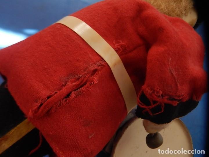 Juguetes antiguos de hojalata: Soldado músico tipo granadero con tambor. Fabricación Japonesa. Japón. - Foto 13 - 206155872