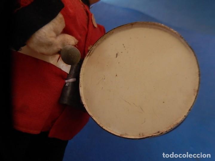 Juguetes antiguos de hojalata: Soldado músico tipo granadero con tambor. Fabricación Japonesa. Japón. - Foto 17 - 206155872