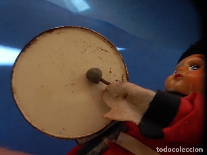 Juguetes antiguos de hojalata: Soldado músico tipo granadero con tambor. Fabricación Japonesa. Japón. - Foto 18 - 206155872