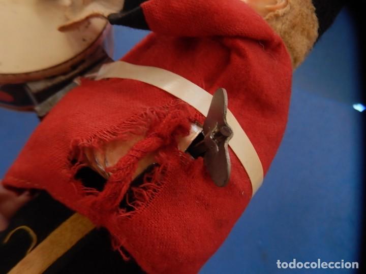 Juguetes antiguos de hojalata: Soldado músico tipo granadero con tambor. Fabricación Japonesa. Japón. - Foto 19 - 206155872