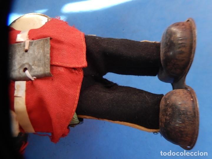 Juguetes antiguos de hojalata: Soldado músico tipo granadero con tambor. Fabricación Japonesa. Japón. - Foto 24 - 206155872
