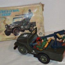 Brinquedos antigos de folha-de-Flandres: DESERT PATROL JEEP - MODERN TOYS / BATERRY OPERATED - MADE IN JAPAN - ¡MIRAR FOTOS Y DETALLES!. Lote 206319106