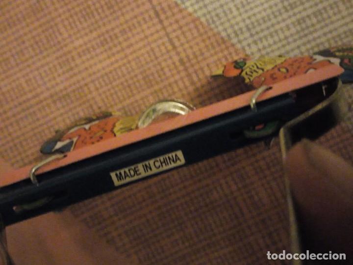 Juguetes antiguos de hojalata: gallos comiendo de hojalata juguete manual. litografiado.años 90 - Foto 4 - 206393681
