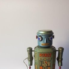 Juguetes antiguos de hojalata: ROBOT R-35 TRADE MARK MODERN TOYS MADE IN JAPAN. Lote 206549540