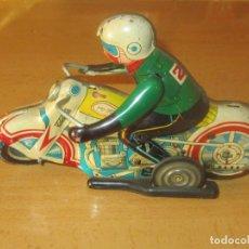 Brinquedos antigos de folha-de-Flandres: ANTIGUA MOTO HOJALATA LITOGRAFIADA JAPONESA O CHINA FUNCIONANDO A CUERDA. Lote 207286543