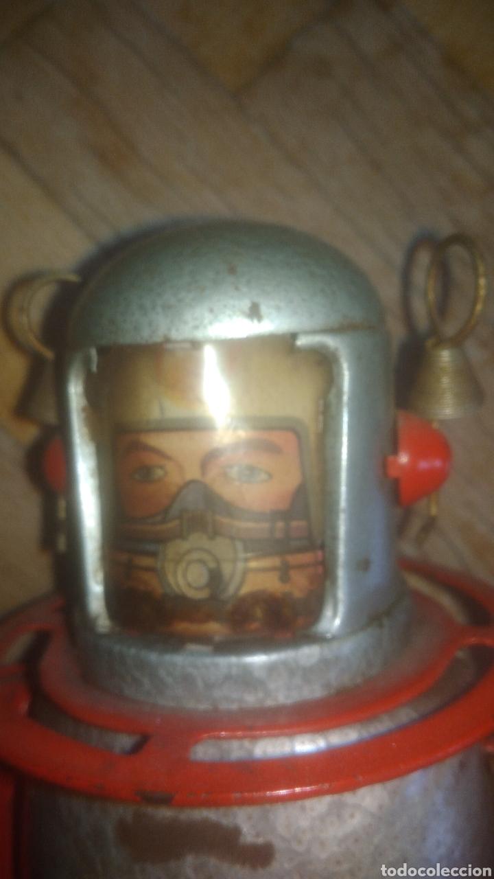 Juguetes antiguos de hojalata: ROBOT ASTRONAUTA.DESCONOZCO MARCA.FUNCIONA PERFECTAMENTE CON LA LLAVE. VER FOTOS. - Foto 2 - 207292717