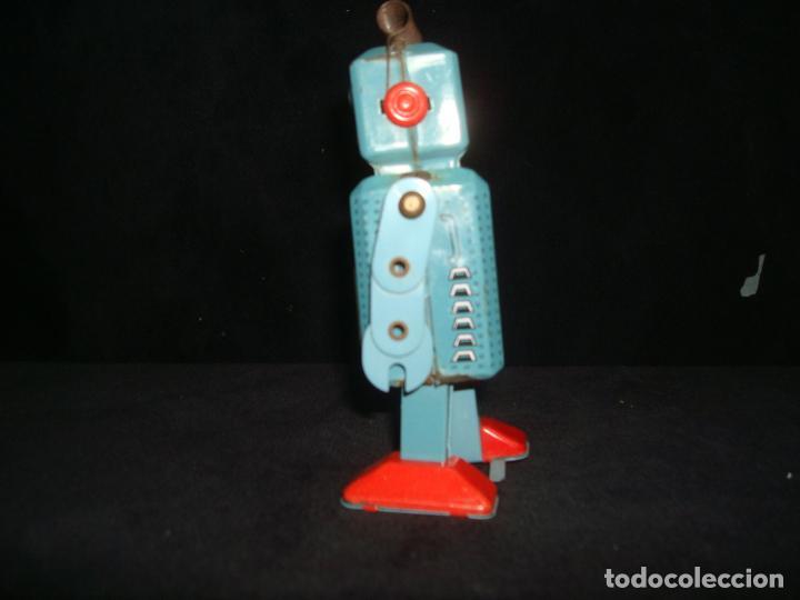 Juguetes antiguos de hojalata: ROBOT DE HOJALATA A CUERDA - Foto 4 - 209047380