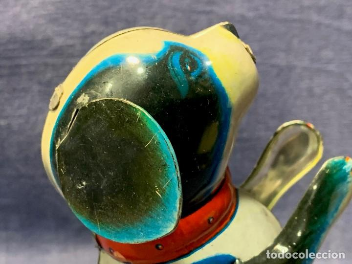 Juguetes antiguos de hojalata: JUGUETE HOJALATA PERRITO SALTARIN MADE IN CHINA AÑOS 50 60 13,5X6X8CMS - Foto 26 - 209123592