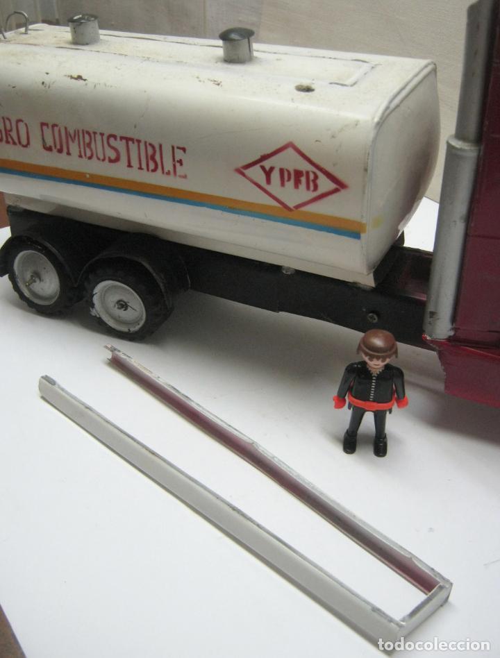 Juguetes antiguos de hojalata: 57 cm - Gran Camión cisterna español peligro combustible Volvo - Chapa Metal IPFB Morenada Valencia - Foto 5 - 209879051