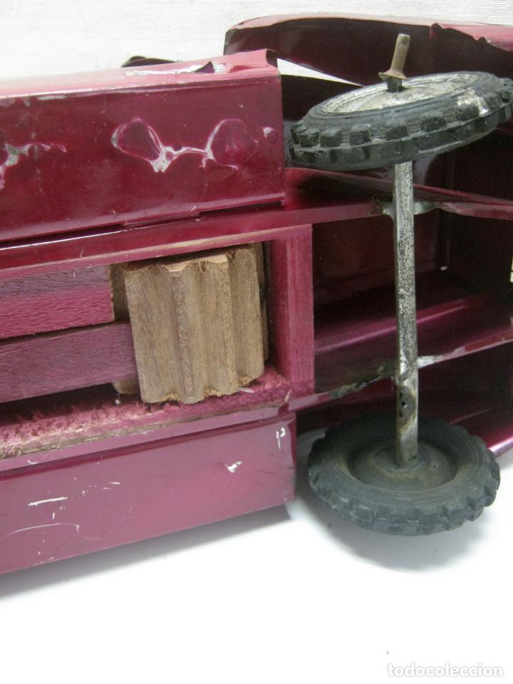 Juguetes antiguos de hojalata: 57 cm - Gran Camión cisterna español peligro combustible Volvo - Chapa Metal IPFB Morenada Valencia - Foto 9 - 209879051