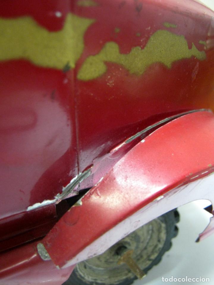 Juguetes antiguos de hojalata: 57 cm - Gran Camión cisterna español peligro combustible Volvo - Chapa Metal IPFB Morenada Valencia - Foto 12 - 209879051