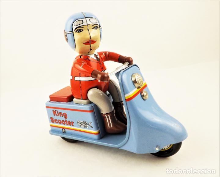 Juguetes antiguos de hojalata: Moto con motorista. Hojalata a cuerda. - Foto 2 - 209963020