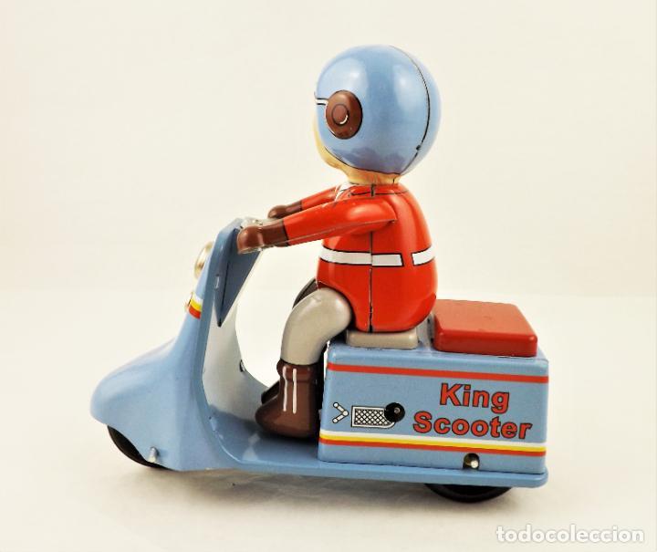 Juguetes antiguos de hojalata: Moto con motorista. Hojalata a cuerda. - Foto 3 - 209963020