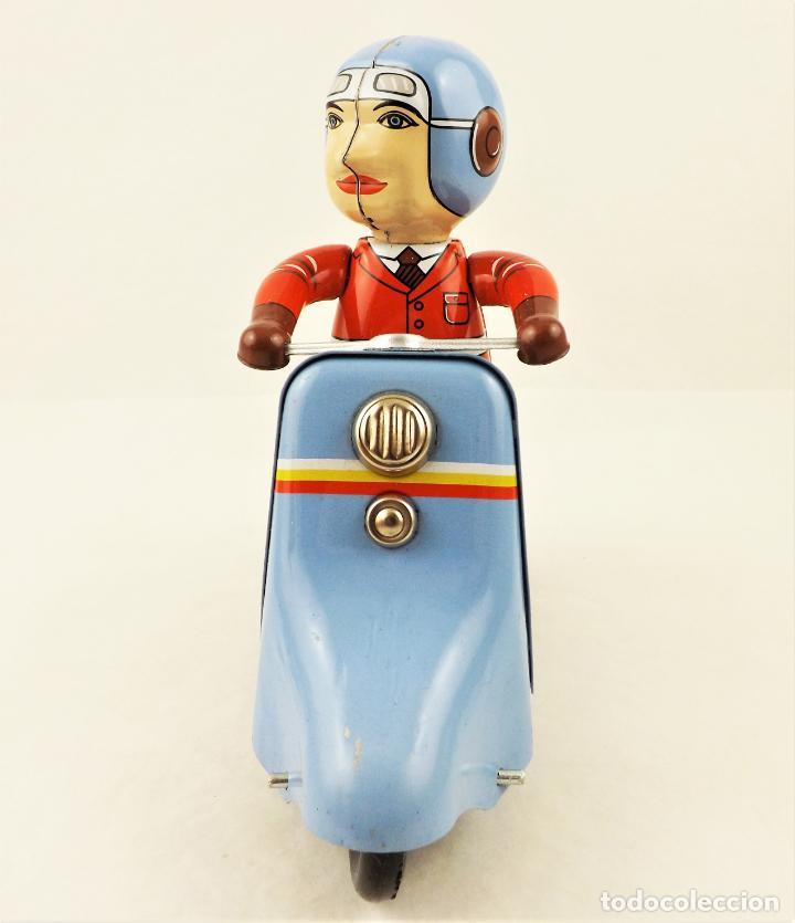 Juguetes antiguos de hojalata: Moto con motorista. Hojalata a cuerda. - Foto 4 - 209963020