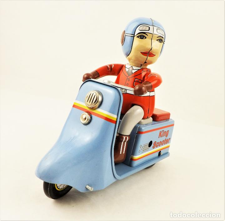 Juguetes antiguos de hojalata: Moto con motorista. Hojalata a cuerda. - Foto 5 - 209963020