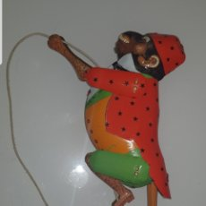 Juguetes antiguos de hojalata: MONO TRAPECISTA HOJALATA. Lote 209967966