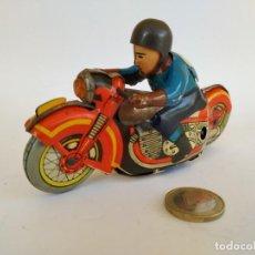 "Juguetes antiguos de hojalata: MOTO HOJALATA ""AM"" CON PILOTO. Lote 210235720"