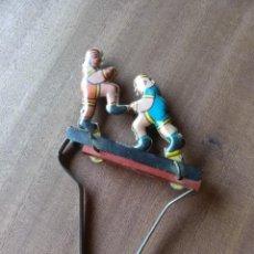 Brinquedos antigos de folha-de-Flandres: BOXEADORES HOJALATA MOVIMIENTO CON RESORTE. AÑOS 60. Lote 210460492