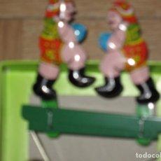 Jouets anciens en fer-blanc: JUGUETE DE HOJALATA 2 BOXEADORES EN SU CAJA ORIGINAL AÑOS 90. Lote 210727045