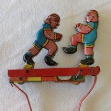Juguetes antiguos de hojalata: JUGUETE ANTIGUO, BOXEADORES, METAL, BUEN ESTADO, 14X9CM.. Lote 211776815