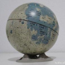 Juguetes antiguos de hojalata: LUNA DE METAL HOJALATA VINTAGE REPLOGLE MOON GLOBE ON STAND. LATE 1960S. Lote 213950223