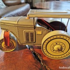 Brinquedos antigos de folha-de-Flandres: ANTIGUA APISONADORA DE HOJALATA A CUERDA, MOVIMIENTO ATRAS Y ALANTE MADE U S ZONE GERMANY. Lote 214014155