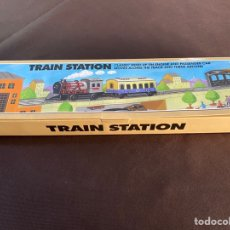 Juguetes antiguos de hojalata: SCHYLLING TRAIN STATION. Lote 214334142