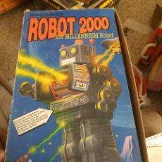 Juguetes antiguos de hojalata: ROBOT-LARGE TIN MILLENIUM ROBOT 2000- EN SU CAJA ORIGINAL. HOJA DE LATA. MED. 31 CM. IMPRESIONANTE!!. Lote 215841055