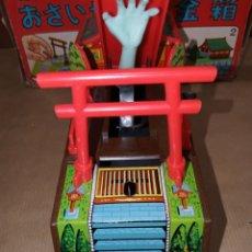 Juguetes antiguos de hojalata: HUCHA MANO ESQUELETO EN CAJA YONE MADE IN JAPAN. Lote 217422300