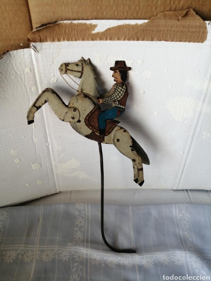 Juguetes antiguos de hojalata: Antiguo juguete caballo de hierro - Foto 2 - 217542373