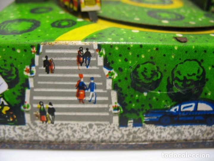 Juguetes antiguos de hojalata: bonito juguete pista con seis autobuses - Foto 8 - 218246337
