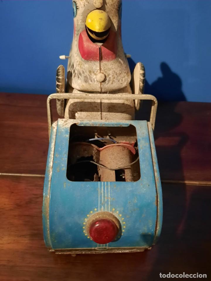 Juguetes antiguos de hojalata: Gallina ponedora, años 30-40 - Foto 6 - 219351981