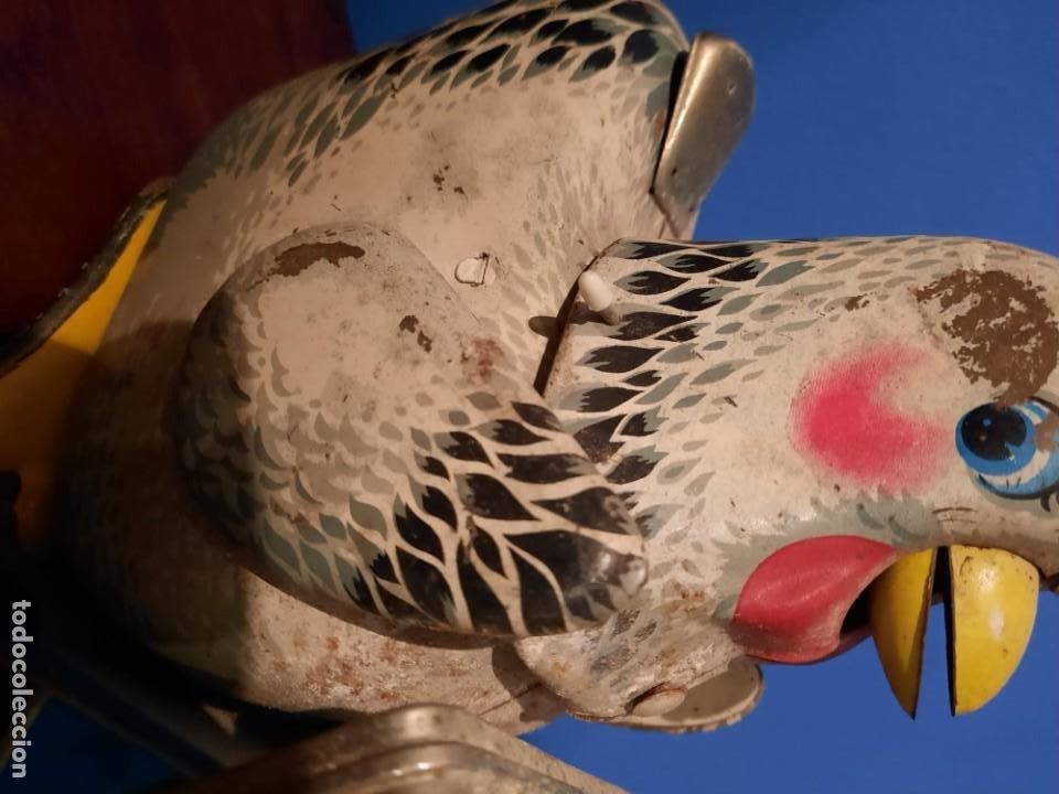 Juguetes antiguos de hojalata: Gallina ponedora, años 30-40 - Foto 10 - 219351981