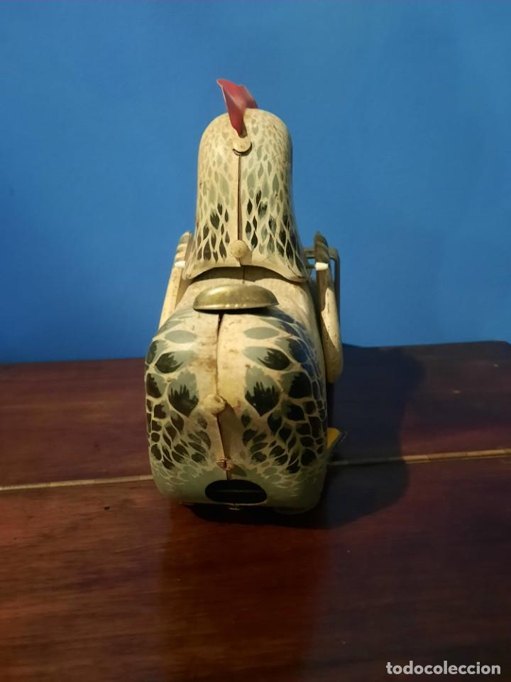 Juguetes antiguos de hojalata: Gallina ponedora, años 30-40 - Foto 11 - 219351981