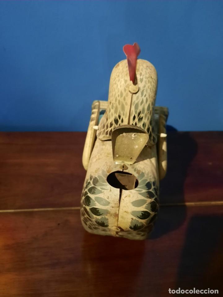 Juguetes antiguos de hojalata: Gallina ponedora, años 30-40 - Foto 21 - 219351981