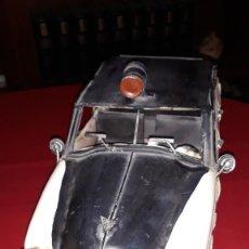 Juguetes antiguos de hojalata: COCHE DE POLICÍA. Lote 221860693