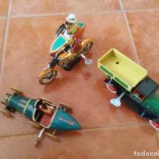 Juguetes antiguos de hojalata: BUGATTI, VOLQUETE Y MOTO CON SIDECAR. Lote 221860860