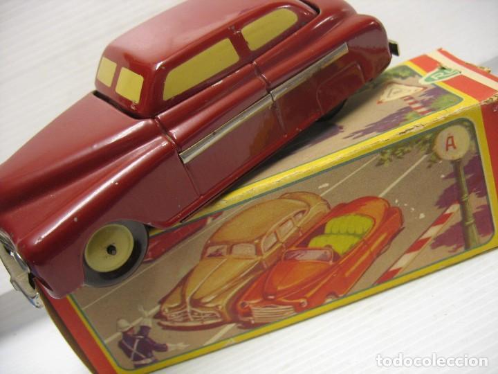 Juguetes antiguos de hojalata: coche rico descapotable con su caja - Foto 8 - 221967112