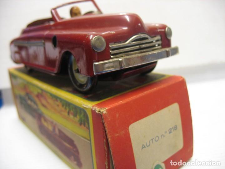 Juguetes antiguos de hojalata: coche rico descapotable con su caja - Foto 11 - 221967112