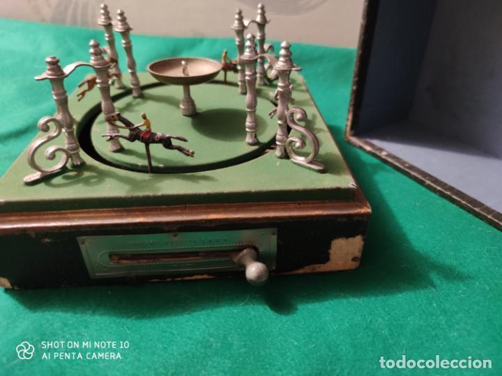 Juguetes antiguos de hojalata: PRECIOSO Y RARO JUGUETE DE APUESTAS CARRERAS DE CABALLOS SIGLO XIX MEDIDAS 22 X 22 cm - Foto 4 - 221976256