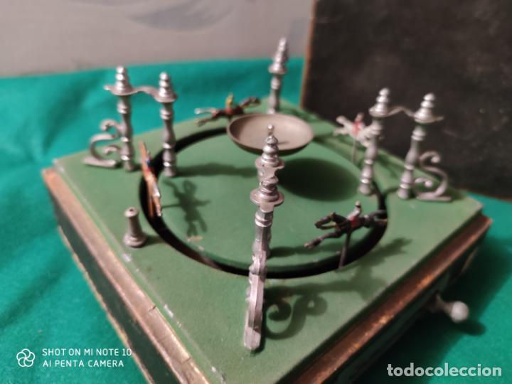 Juguetes antiguos de hojalata: PRECIOSO Y RARO JUGUETE DE APUESTAS CARRERAS DE CABALLOS SIGLO XIX MEDIDAS 22 X 22 cm - Foto 5 - 221976256