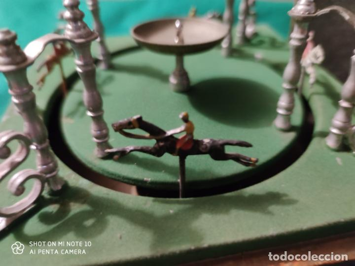 Juguetes antiguos de hojalata: PRECIOSO Y RARO JUGUETE DE APUESTAS CARRERAS DE CABALLOS SIGLO XIX MEDIDAS 22 X 22 cm - Foto 7 - 221976256