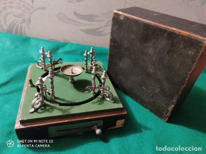 Juguetes antiguos de hojalata: PRECIOSO Y RARO JUGUETE DE APUESTAS CARRERAS DE CABALLOS SIGLO XIX MEDIDAS 22 X 22 cm - Foto 11 - 221976256