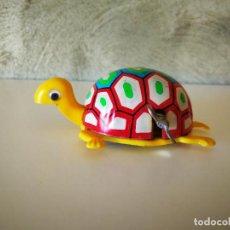 Juguetes antiguos de hojalata: ANTIGUA TORTUGA A CUERDA YONE MADE IN JAPAN. Lote 222113602